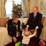 Prens Albert Mutluluktan Dört Köşe! Geçen yıl dünyaya gelen biri kız diğeri erkek ikizler bir yaşını geride bıraktı.