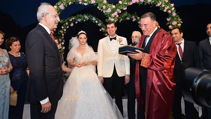 Kızının Nikahını Kıyan Başkan